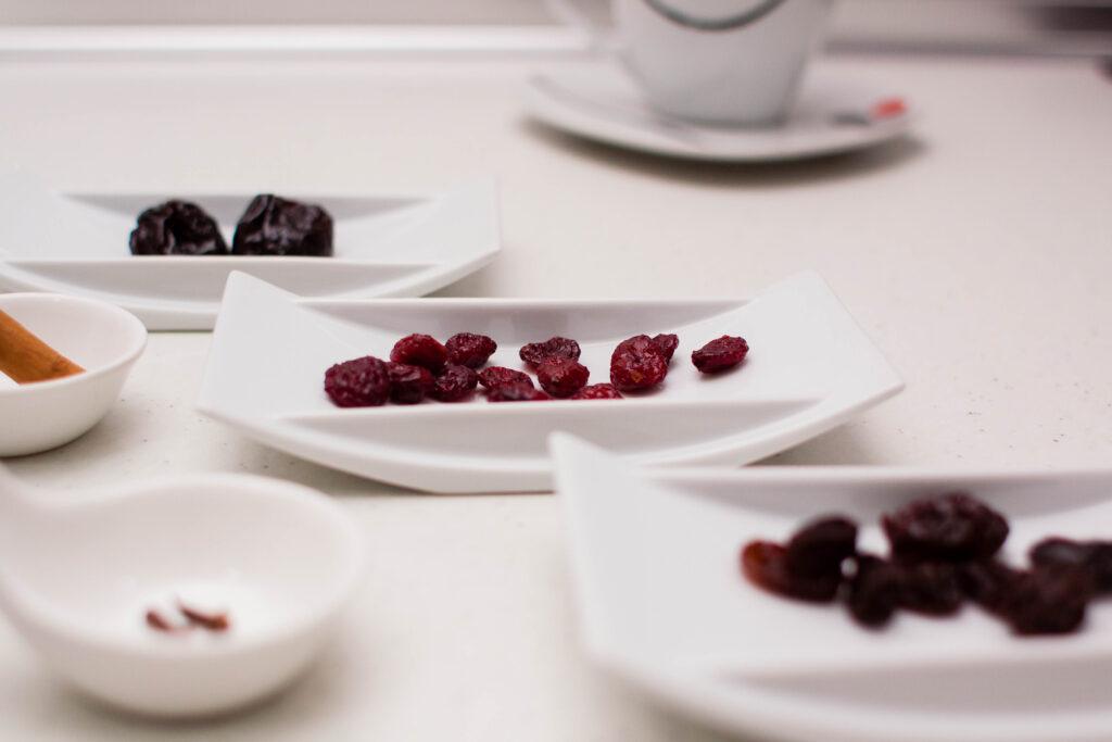 Ingredientes para hacer una infusión de frutos rojos