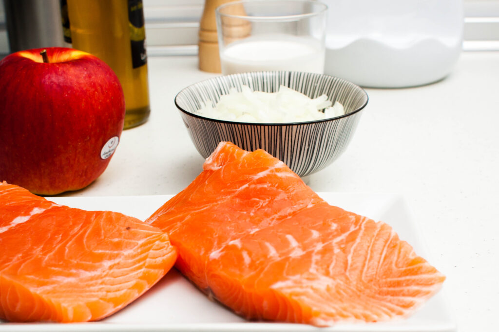 ingredientes salmón gratinado con crema de manzana